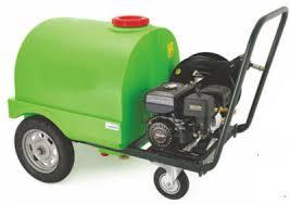 Máy rửa xe chạy xăng có bồn chứa Kusami